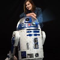 Victoria and R2